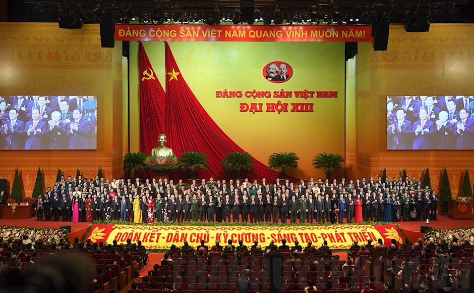 Tập thể Ban chấp hành Trung ương Đảng khóa XIII ra mắt
