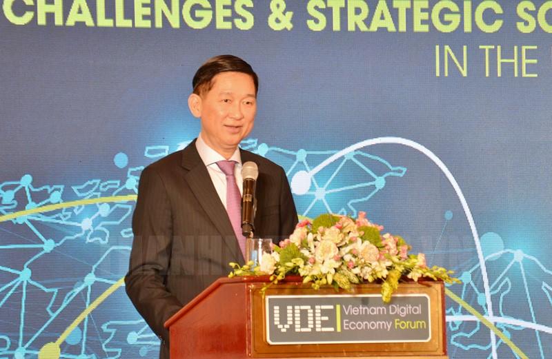 Phó Chủ tịch UBND TPHCM Trần Vĩnh Tuyến phát biểu tại diễn đàn.