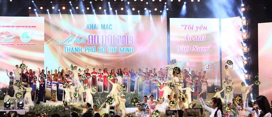 Tiết mục ca - múa - đồng diễn áo dài chào mừng Lễ hội Áo dài TPHCM 2019