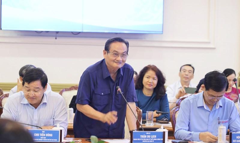 Tiến sĩ Trần Du Lịch phát biểu ý kiến tại buổi tọa đàm. (Ảnh: TTBC)