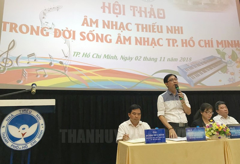 Nhạc sĩ Nguyễn Quang Vinh, Phó Chủ tịch Hội Âm nhạc TP chủ trì hội thảo.