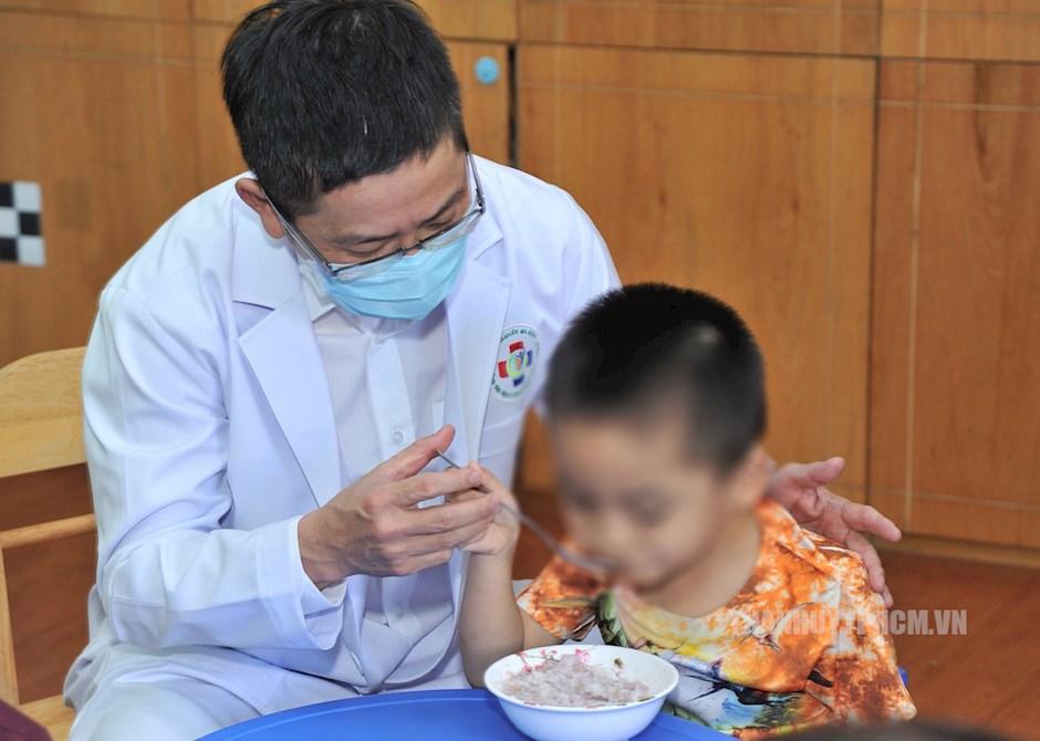 Phòng khám đa khoa Trường Đại học Y khoa Phạm Ngọc Thạch hiện đang can thiệp, hỗ trợ và theo dõi trên 250 trẻ tự kỷ từ 18 tháng tuổi đến 10 tuổi
