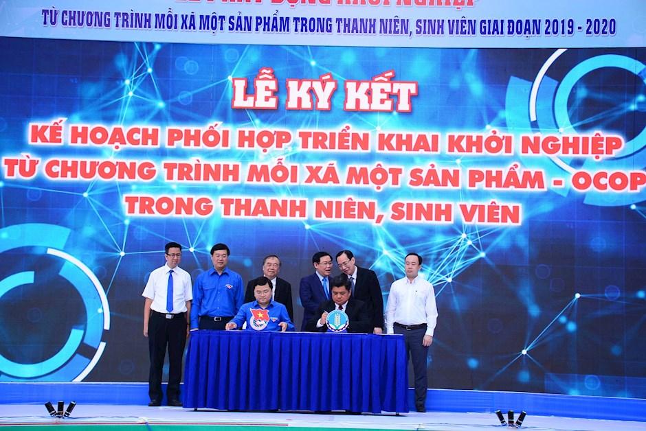 Lễ ký kết phối hợp giữa Trung ương Đoàn và Bộ Nông nghiệp và Phát triển nông thôn. (Ảnh: Hùng Khoa)