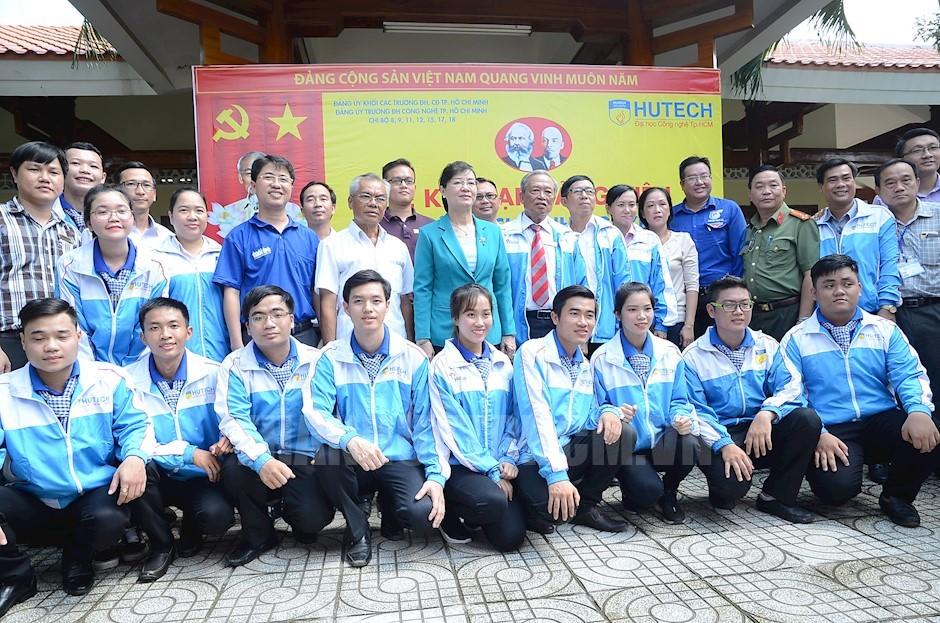 Lễ Kết Nạp Đảng tại mặt trận Mùa Hè Xanh, huyện Nhà Bè