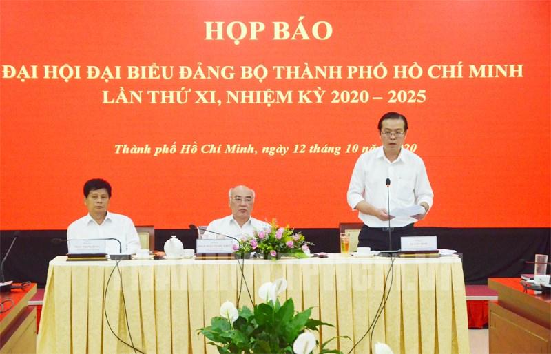 Phó Trưởng ban Thường trực Ban Tuyên giáo Thành ủy TPHCM Lê Văn Minh phát biểu tại buổi họp báo.  (Ảnh: Việt Phan)