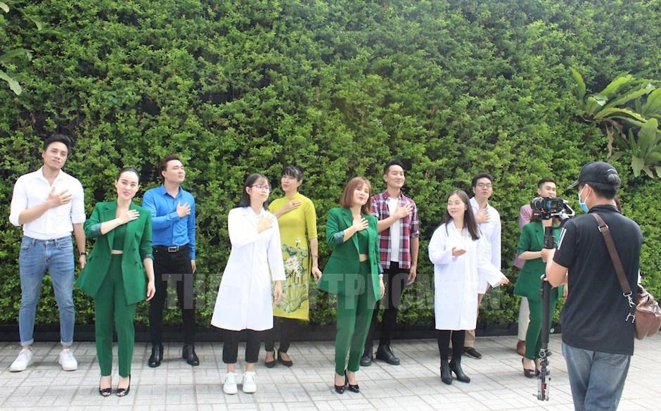 Ghi hình MV Bao la những trái tim hồng