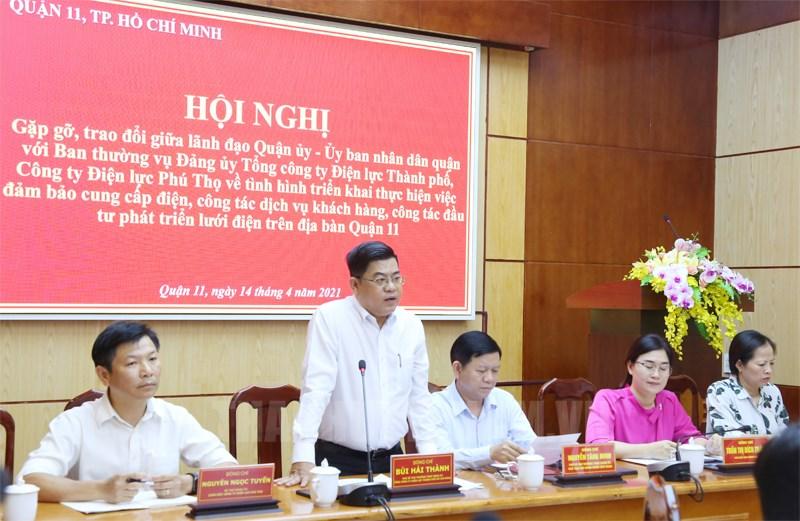 Phó Bí thư Thường trực Đảng ủy Tổng công ty Điện lực TPHCM Bùi Hải Thành (đứng) phát biểu tại buổi làm việc. (Ảnh: Chi Lan)