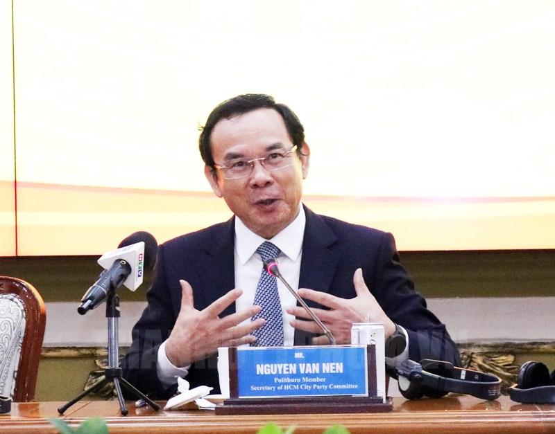 Bí thư Thành ủy TPHCM Nguyễn Văn Nên phát biểu tại buổi gặp gỡ. (Ảnh: Thy Dương)