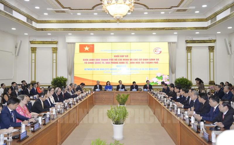 Các đại biểu tham dự buổi gặp gỡ. (Ảnh: Thy Dương)