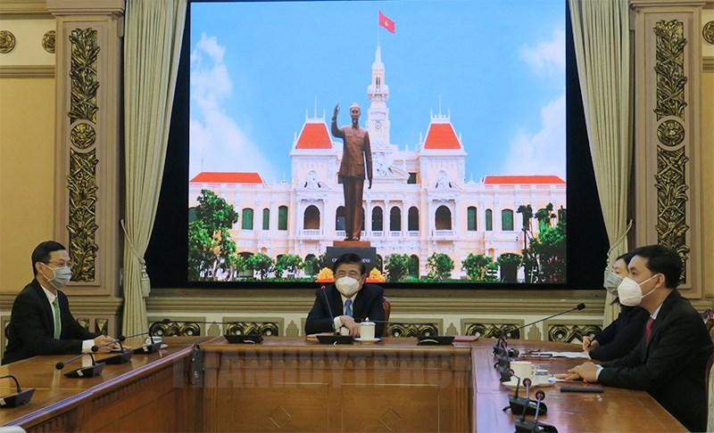 Chủ tịch UBND TPHCM Nguyễn Thành Phong tiếp trực tuyến ngài Carel Jacob Richer, Tổng lãnh sự Hà Lan kiêm Trưởng đoàn Lãnh sự tại TPHCM chào từ biệt.