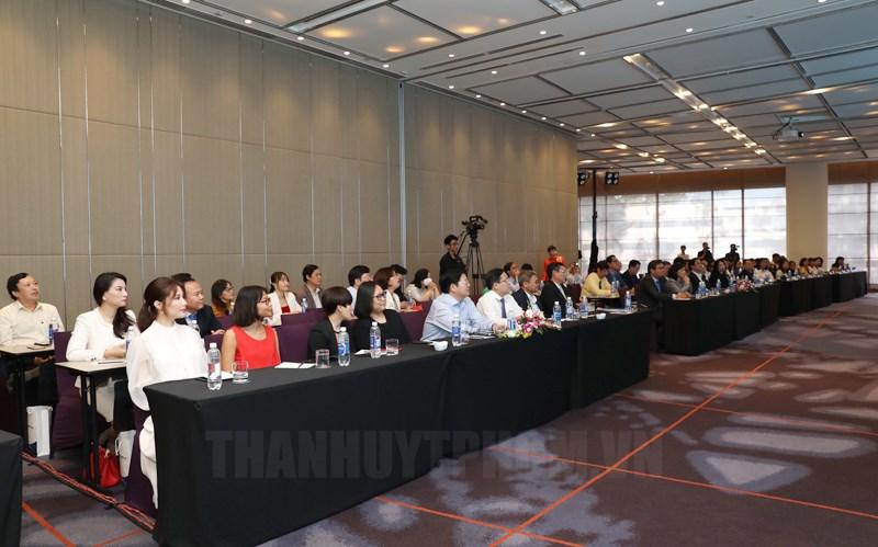 Các nhà khoa học, quản lý giáo dục, doanh nhân tham dự họp báo