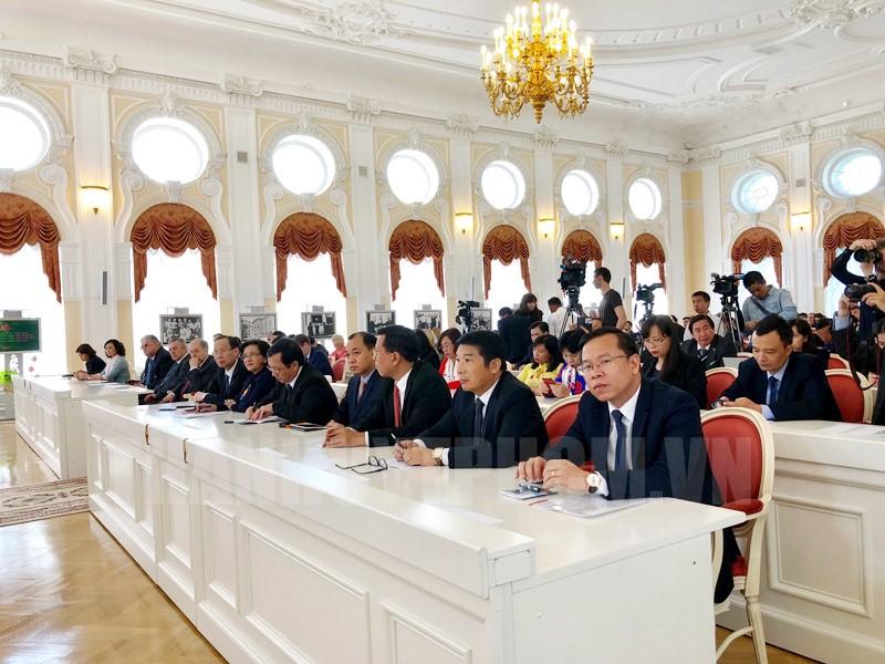 Đoàn Đại biểu TPHCM tham dự Lễ kỷ niệm tại Saint Petersburg.