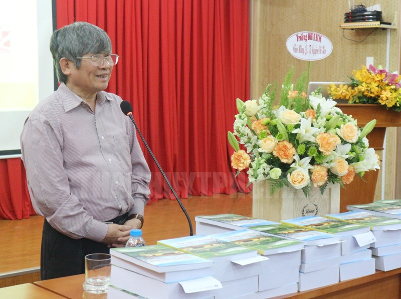 Giáo sư, Tiến sĩ Nguyễn Chí Bền giới thiệu về bộ sách