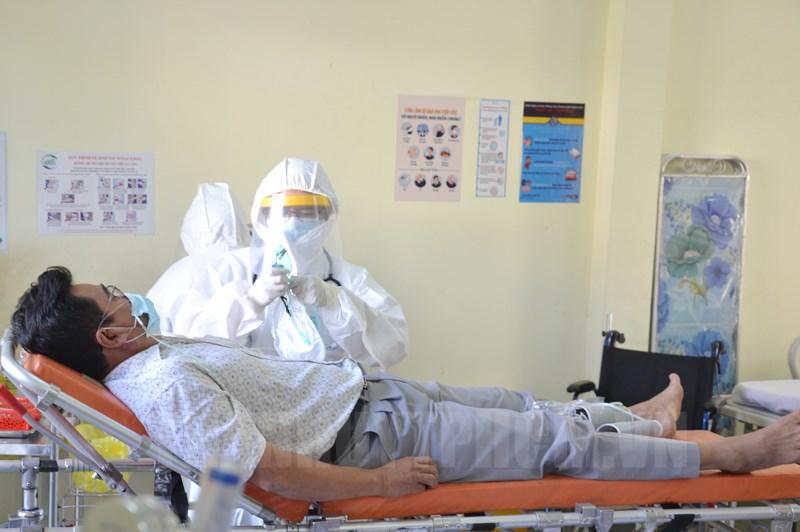 Tình huống diễn tập tiếp nhận bệnh nhân nghi nhiễm Covid-19 ở Bệnh viện dã chiến tại Củ Chi. (Ảnh: Đan Như)