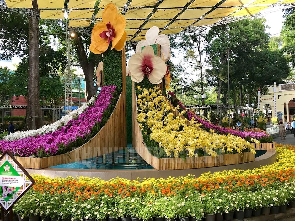 Tiểu cảnh tháp hoa lan