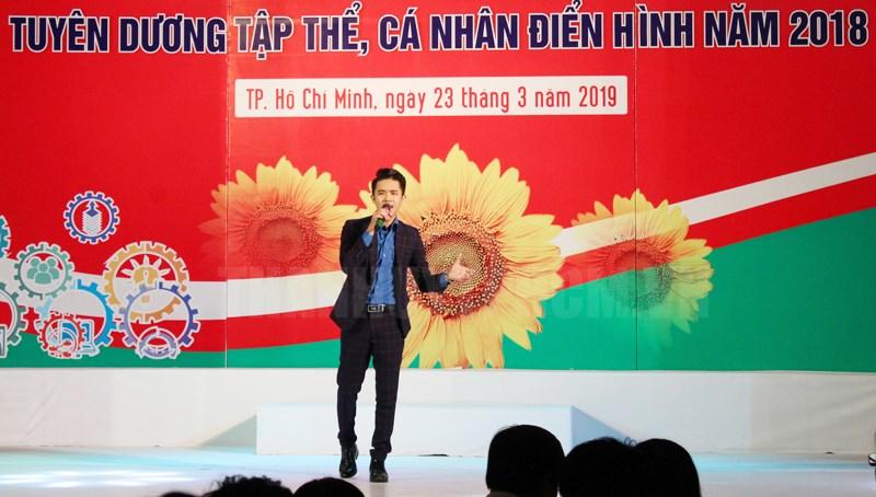 Ca sĩ Đông Triều thường xuyên đồng hành cùng các chương trình biểu diễn phục vụ đoàn viên, thanh niên TPHCM.
