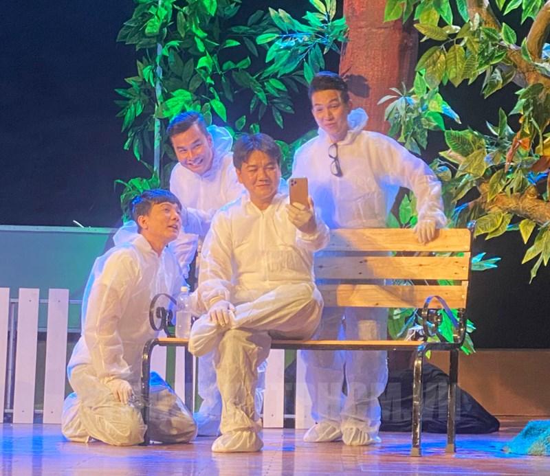 Một trong những suất diễn hiếm hoi của Nhà hát Trần Hữu Trang trong mùa dịch.