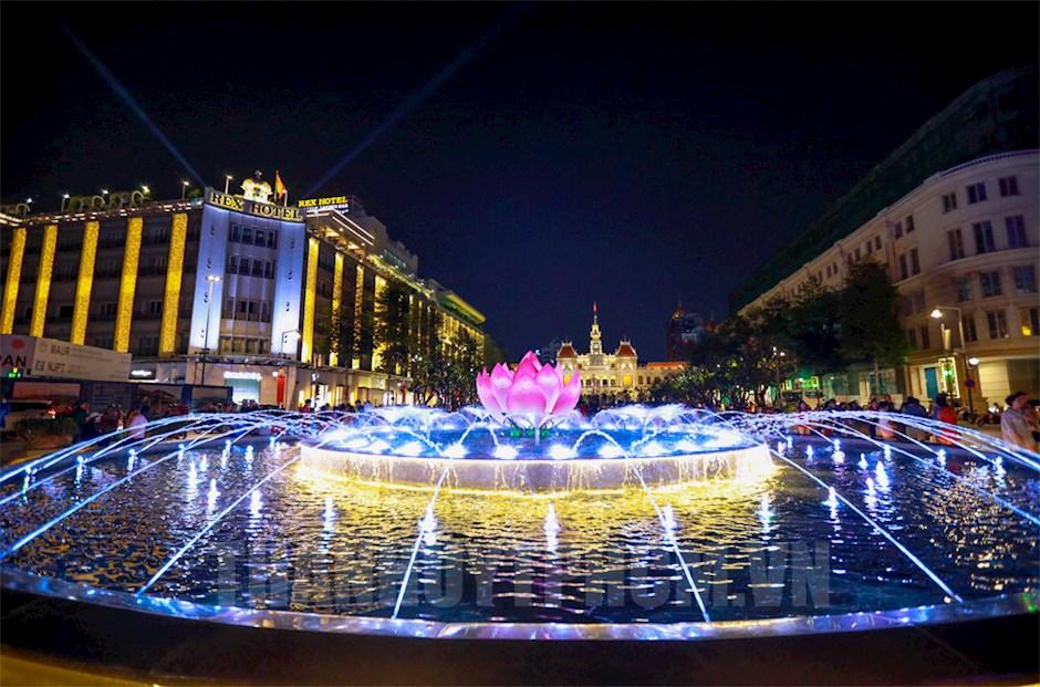 Tự hào 45 năm Thành phố Sài Gòn - Gia Định chính thức mang tên Chủ tịch Hồ Chí Minh. (Ảnh: Nguyễn Hoàng)
