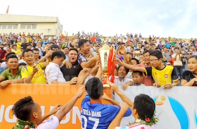 Đội Nam Định vô địch giải Hạng Nhất, lên hạng V-League 2018
