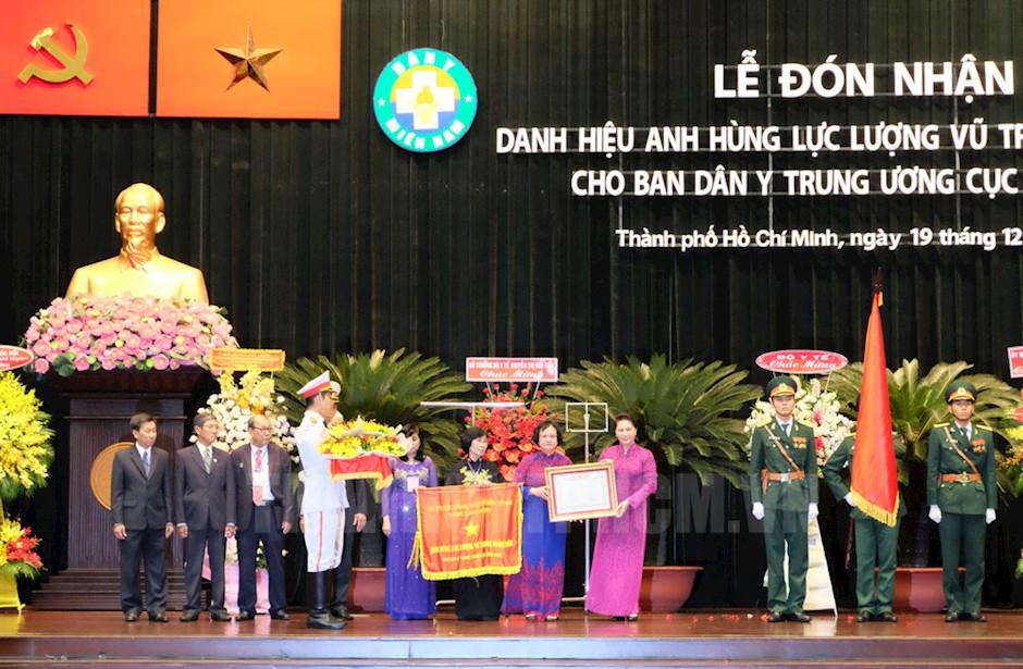 Ban Dan Y Trung ương Cục Miền Nam đon Nhận Danh Hiệu Anh Hung Lực Lượng Vũ Trang Nhan Dan