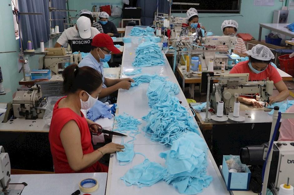Kết nối doanh nghiệp nhập khẩu nguyên liệu với doanh nghiệp sản xuất khẩu trang y tế
